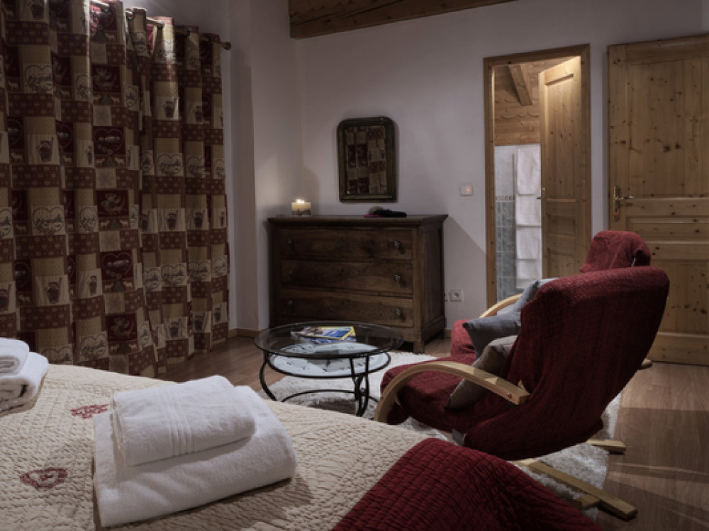 The chalet is cosy and you can sit back and relax.
