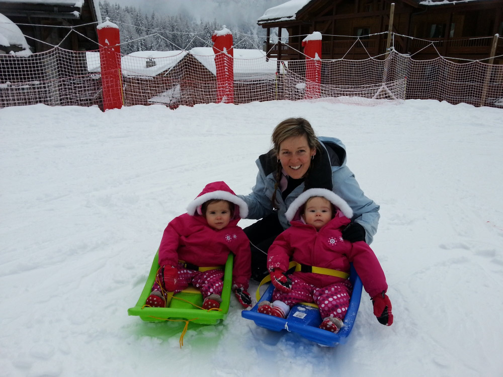 Your children will have fun in the snow with our nannies