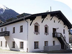 Welcoming The Clara in St. Anton am Arlberg accommodates up to 6