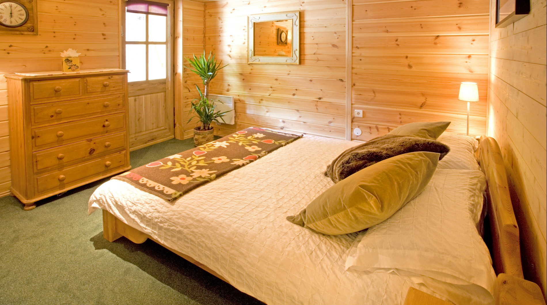 Lovely bedrooms at Chalet Johanna ***** in La Tania