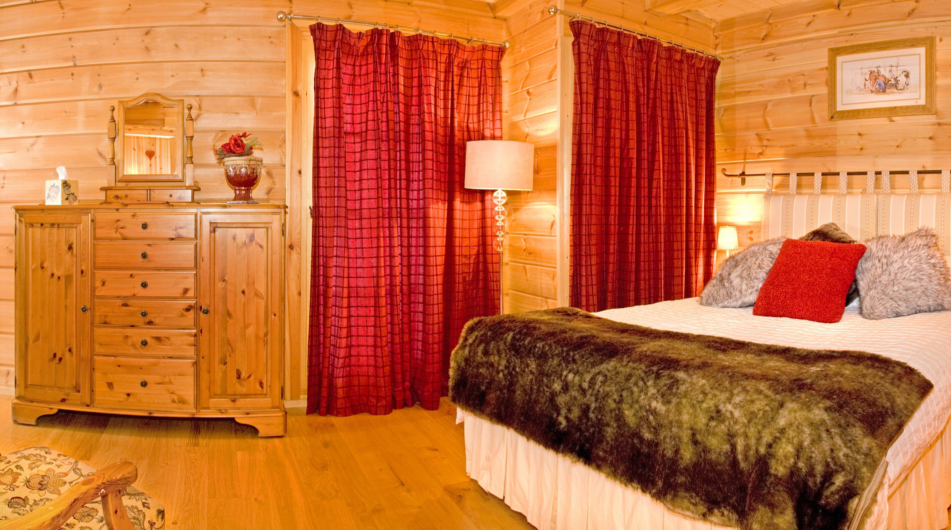 One of Chalet Johanna *****'s charming bedrooms, we accommodate up to 10
