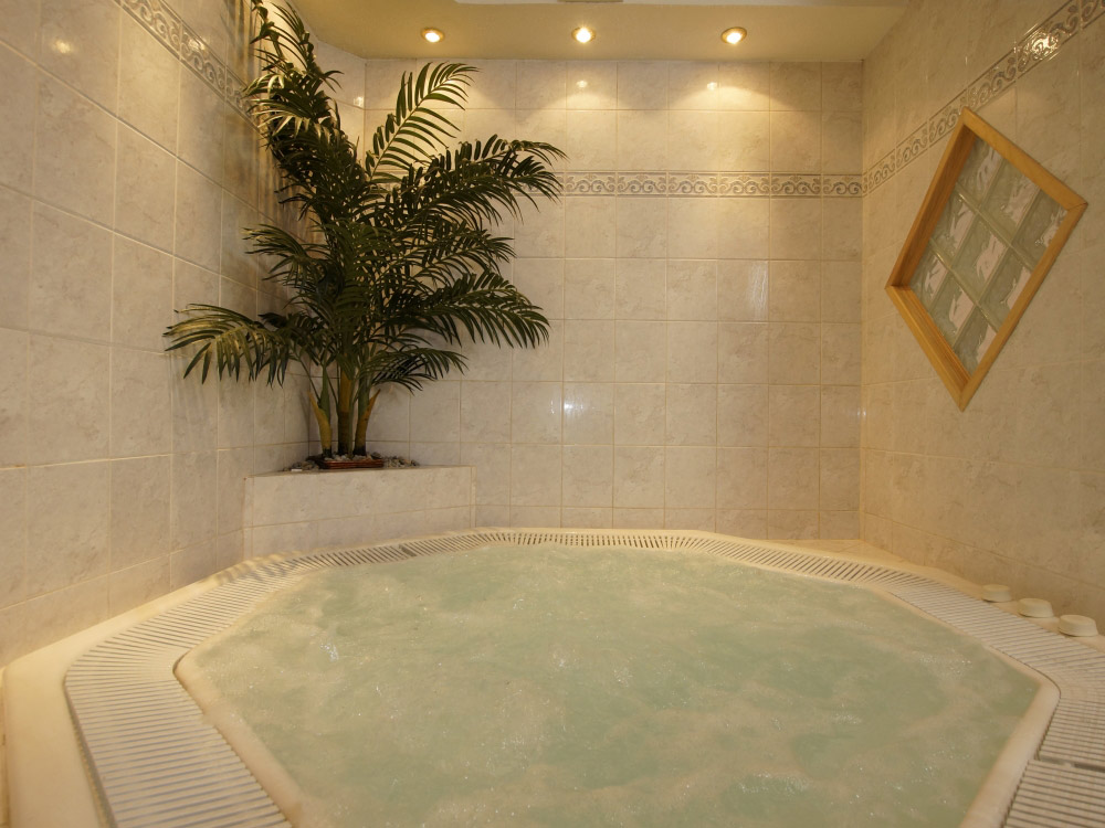 Our lovely relaxing tub, a great feature