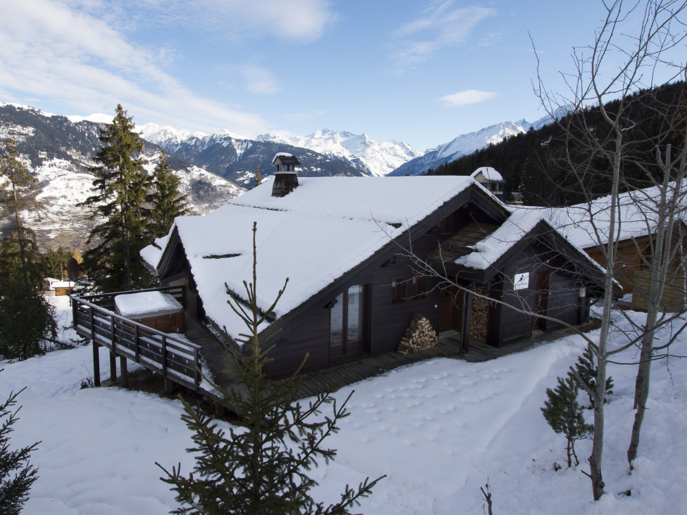 Excellent Chalet Balkiss in La Tania accommodates up to 14