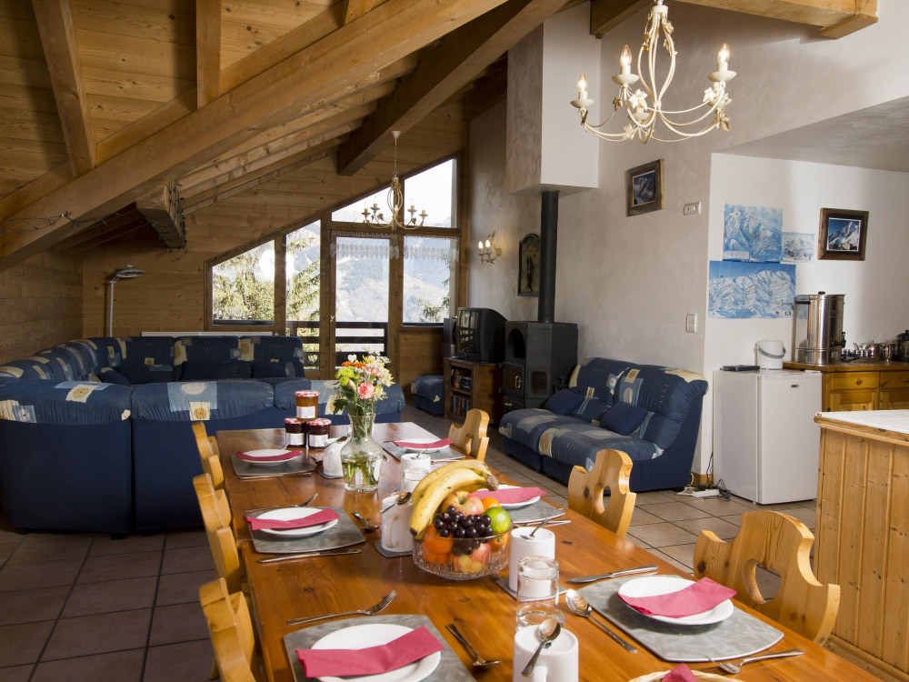 The lounge of Chalet Balkiss with a roaring log fire