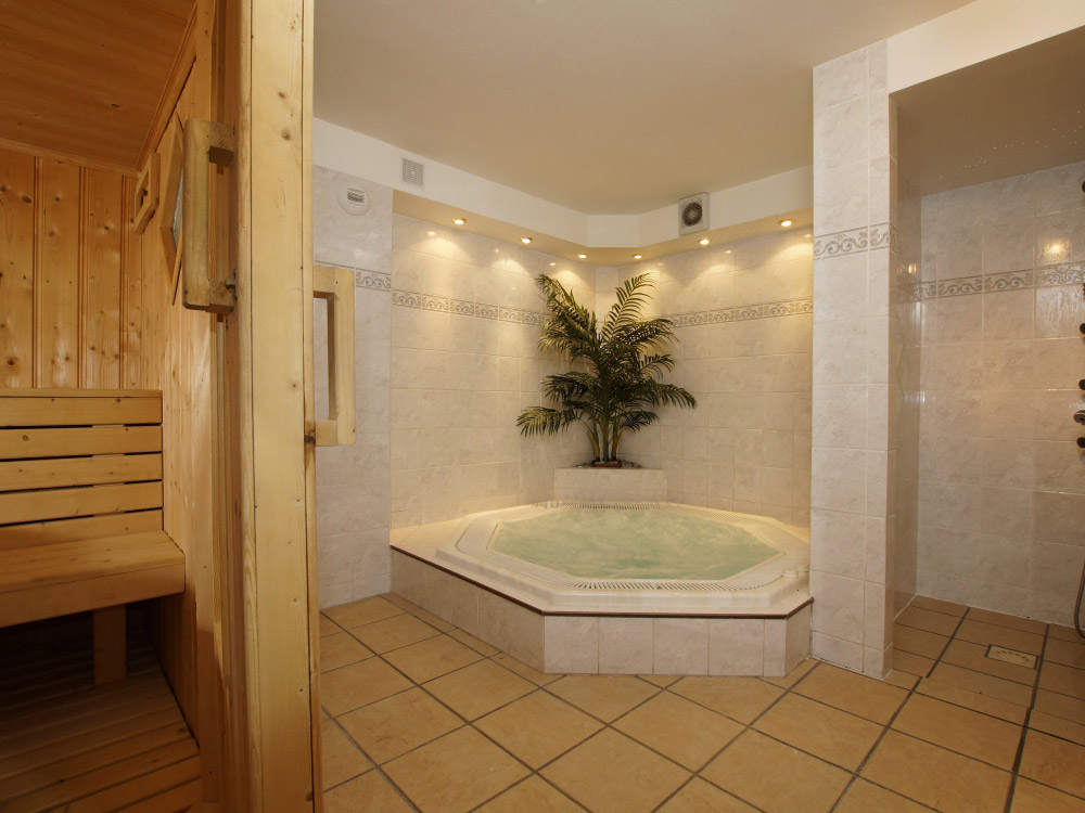 Our comfortable hot tub, great at the day's end