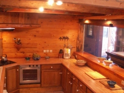 The nicely designed kitchen of Chalet Laiterie