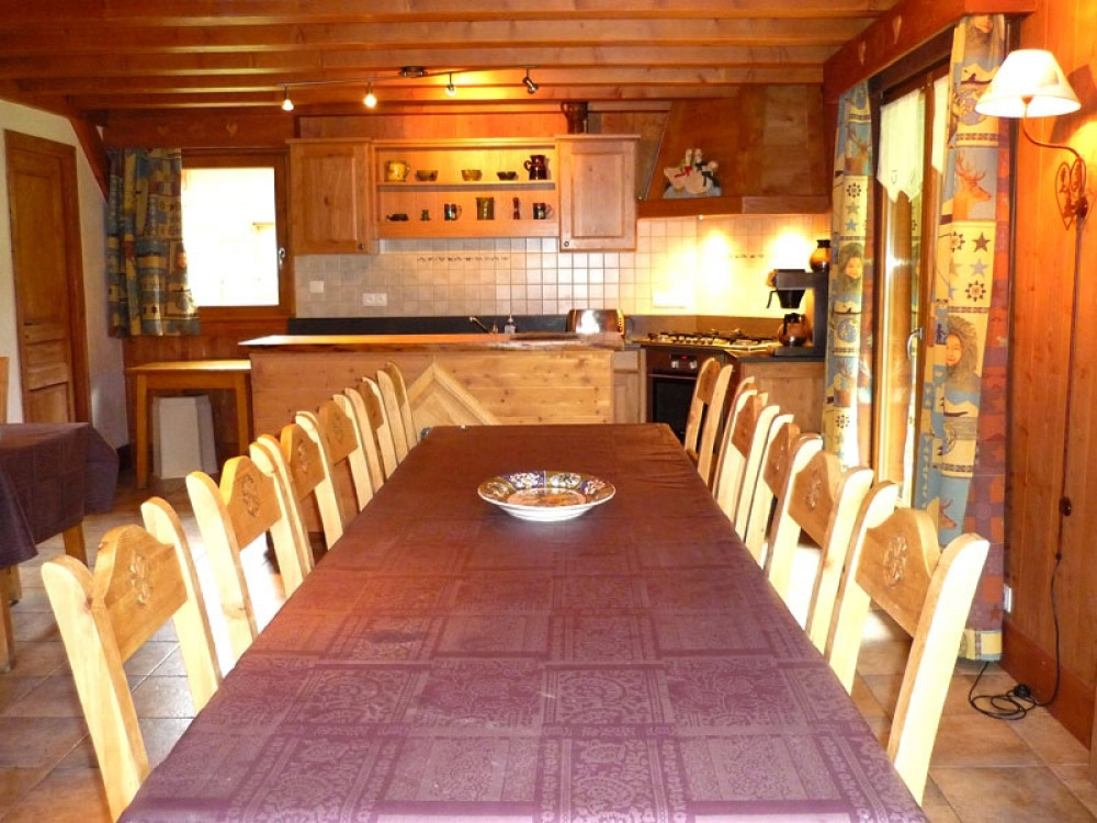 The open plan dining area of Chalet Chery des Meuniers