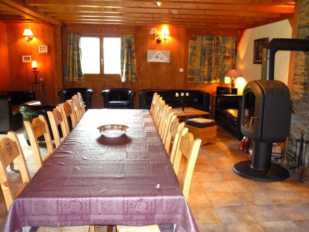 The lounge of Chalet Chery des Meuniers with a splendid log fire