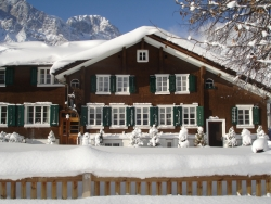 Attractive and authentic Chalet Espen in Engelberg, accommodating up to 18 people