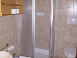 Bathroom facilities at Chalet Zirm