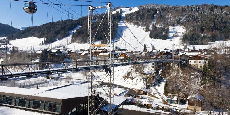 The iconic bridge over the valley