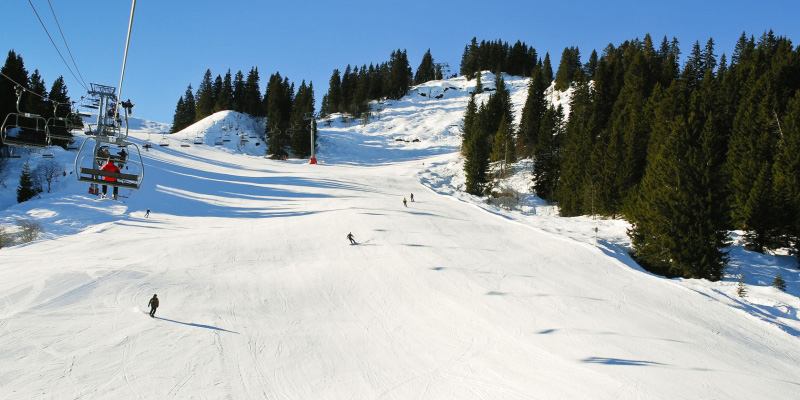 The pistes are some of the finest in the world & connect to the 600km of the Portes du Soleil
